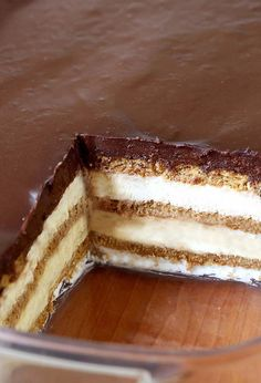 Bake Chocolate Eclair Icebox Cake Looking for a quick and easy dessert recipe with only 15 minutes of hands-on time ? Try out delicious No Bake Chocolate Eclair Icebox Cake !Looking for a quick and easy dessert recipe with only 15 minutes of hands-on time No Bake Eclair Cake, Eclair Cake Recipes, No Bake Cake, Quick Dessert Recipes, Easy Desserts, Delicious Desserts, 15 Minute Desserts, Cool Whip Desserts, No Bake Summer Desserts