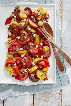 bbq side dishes Tomato Salad With Bacon Vinaigrette Easter Dinner Recipes, Delicious Dinner Recipes, Holiday Recipes, Summer Recipes, Yummy Food, Tasty, Delicious Dishes, Family Recipes, Holiday Ideas