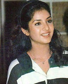 Divya bharti Beautiful Girl Indian, Beautiful Indian Actress, Most Beautiful Women, Bollywood Fashion, Bollywood Actress, Bollywood Style, Vintage Bollywood, Indian Beauty Saree, India Beauty