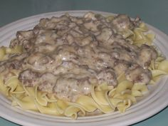 Hamburger Stroganoff | www.sweethere.com/hamburger-stroganoff/ | #beef #noodles #dinner