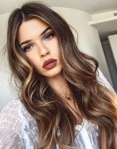 Balayage hair is suitable for light and dark hair, almost all lengths except very short haircuts. Today I want to show you the most gorgeous balayage hair dark color ideas. Balayage has become the biggest trend in recent seasons, and it's not over Balayage Highlights, Balayage Hair, Ombre Hair, Brown Balayage, Red Ombre, Auburn Balayage, Ombre Brown, Bayalage, Color Highlights