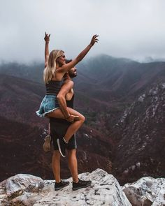 Everyone really wants to as happy as they possibly can be with their partner. Check out these 10 things couples may do to build and sustain a happier and healthy relationship. Shooting Couple, Couple Posing, Relationship Goals Pictures, Cute Relationships, Healthy Relationships, Cute Couples Goals, Couple Goals, Couple Photography, Photography Poses