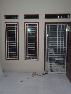 Terrace Grills Design Simple For Small House Pe Coin Salon: Tralis Dan Pintu Dobel Minimalis Terrace Grill, Railing Design, Grill Door Design, Grill Design, Door Design Modern, Window Grill Design, Door Glass Design, Modern Windows, Window Design