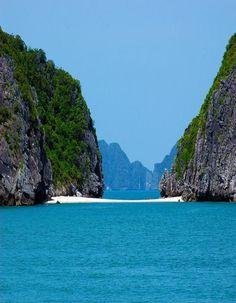 vietnam , capital hanoi ( thang long ) , daila city , north vietnam