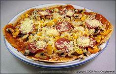 Pizza hat durch die Verbreitung von Megatonnen billiger Tiefkühlkost leider einen recht schlechten Ruf. Das ist natürlich völlig unangebracht, denn Pizza ist sehr vielseitig und einfach zubereitbar. Im Rahmen der Zone-Diät macht lediglich der Teig zuächst Sorgen. Weizenmehl ist unter anderem eine konzentrierte Kohlenhydratbombe - deswegen sieht man Brot und Kuchen nie auf meinem Ernährungsplan. …