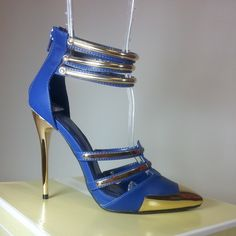 Blue pump heels with golden straps, stiletto and pointed toe. #cutesyoriginals