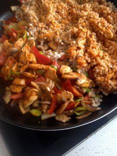 Kasza pęczak w sosie pomidorowym z kurczakiem i warzywami