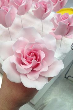 Cupcakes Decoration Fondant Flowers Pink Roses 16 Ideas For 2019 Sugar Paste Flowers, Icing Flowers, Fondant Flowers, Clay Flowers, Paper Flowers, Edible Flowers, Fondant Rose Tutorial, Cake Tutorial, Decoration Patisserie