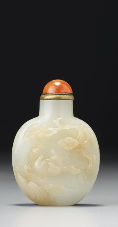 A CELADON JADE 'HORSE AND LANDSCAPE' SNUFF BOTTLE<br>SUZHOU, QING DYNASTY,18TH / 19TH CENTURY   lot   Sotheby's