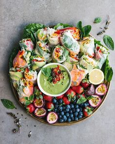 Yay! It's finally Spring Fresh rice paper rolls filled with carrot & zucchini zoodles, vermicelli noodles, capsicum, avocado, mint, coriander & Thai basil. Served with a clean green Thai basil dipping sauce coming to the blog soon! Tina xxx More
