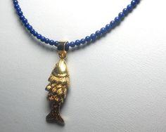 Lapis Lazuli Kugel Kette mit Fisch von schmuckbewusst-woman auf DaWanda.com