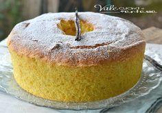 Chiffon cake alla vaniglia ricetta senza burro e olio, soffice golosa ma anche leggera profumato alla vaniglia ideale per la colazione e la merenda