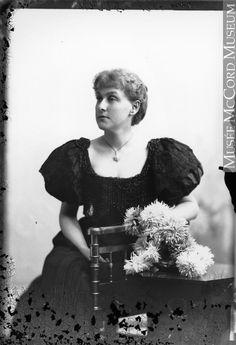 Mrs. Molson, Montreal, QC, 1895 Silver salts on glass - Gelatin dry plate process II-112778 © McCord Museum
