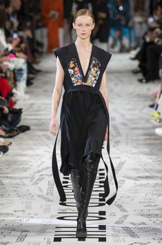 Stella Mccartney Herbst-Winter – Konfektion – www. Fashion Week Paris, Stella Mccartney, Sandra Backlund, Christopher Bailey, Ralph Lauren, Vogue, Gareth Pugh, Tony Ward, Sonia Rykiel
