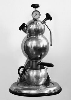 Rare Martian coffee machine from the mid-1950s. Most likely made by Giordano Robbiati, the machine features parts from his Atomic coffee makers. Via sorrentinacoffee