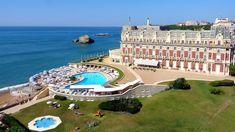🇫🇷 L'Hôtel du Palais est un palace situé sur la commune de Biarritz, dans le département français des Pyrénées-Atlantiques. Ses façades et ses toitures sont inscrites aux monuments historiques par arrêté du 24 décembre 1993...