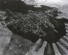 Kenzo Tange in front of his Plan for Tokyo in 1960 ESPAÑOL Metabolism was the most important urban architectural, artistic and philo. Kenzo Tange, Le Corbusier, Tottori, Floating Architecture, Japanese Architecture, Tsukiji, Kengo Kuma, Shizuoka, Photomontage