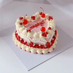 Pretty Birthday Cakes, Pretty Cakes, Pastel Cakes, Frog Cakes, Zeina, Cute Desserts, Just Cakes, Small Cake, Cake Shop