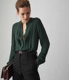 Women's Clothes - Trendy Fashion Clothing For Sale Online Green Blouse Outfit, Green Shirt Outfits, Dark Green Shirt, Cos Dresses, T Shirt Crop Top, Professional Attire, Unisex, Shirt Blouses, Dress To Impress