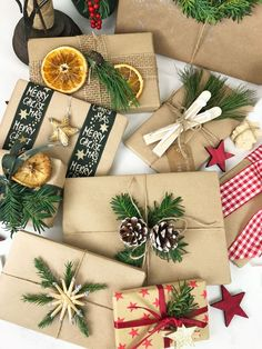 If you need some fun, affordable, and chic gift wrapping ideas, check out these 10 craft wrapping paper ideas! Easy Gifts, Creative Gifts, Homemade Gifts, Wrap Gifts, Homemade Christmas, Christmas Crafts, Christmas Decorations, Xmas Wreaths, Christmas Christmas
