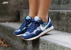 Nike Wmns Air Pegasus 83 Print *Aloha Pack* (Mid Navy / Sail -