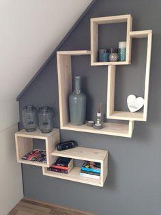 Trendy boekenplank cq wandmeubel gemaakt van steigerhout