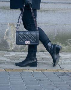 Chanel Boy bag, Knit, Tiger of Sweden / Scarf, Day Birger Et Mikkelsen #style #casualoutfit #fallfashion http://www.monasdailystyle.com/2016/11/04/merkittavien-unelmien-tarkeydesta-voimasta/