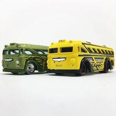 Hoy viajamos en #bus #surferbus  #hotwheels #diecastcar #diecast #hotwheelscollector #hotwheelsdaily #hotwheelspics #hotwheelsrepost #hotwheelsspain #diecastcars #diecastpics #miniaturas #cochecito #cartoys #hwc #ajrhw #wheels #diecastphoto #diecastphotography  #twitter #1_64 #164