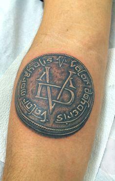 Valar Morghulis > Valar Dohaeris !! Inspirada na série GOT, um conceito nobre que apesar de pertencer a um enredo de uma série, envolve muita sabedoria e profundidade. Deveria ser divulgado e conhecido. Fernandoo Tattoo foi o artista que tatuou.