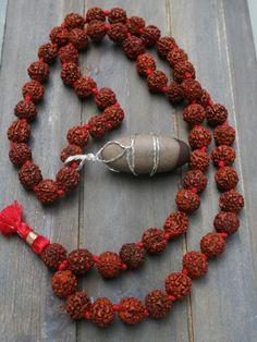 Rudraksha necklace with Shiva Lingam. Shiva Tattoo Design, Lord Hanuman Wallpapers, Lord Balaji, Baby Krishna, Shiva Wallpaper, Om Namah Shivaya, Hindu Art, Lord Shiva, Beads