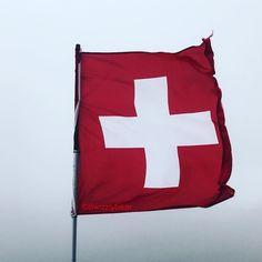 #swiss #flag #flagge #schweizer #fahne #schweizerfahne #schweiz #suisse #svizzera #switzerland #switzerland #switzerlandwonderland #switzerland_vacations #switzerlandwonderland #mylove