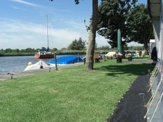 Kamperen direct aan de Loosdrechtseplassen bij Recreatiecentrum Mijnden #kamperen #camping #campinglife #loosdrecht