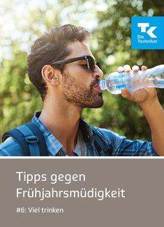 #Frühjahrsmüdigkeit – #Tipp 6: Hand aufs Herz, kommst Du täglich auf Deine 1 bis 1,5 Liter? Da Müdigkeit auch oftmals das Resultat einer zu geringen Flüssigkeitsaufnahme ist, solltest Du über den Tag verteilt möglichst viel trinken – am besten Wasser, Tee oder andere ungesüßte Getränke. Weitere #Tipps findest Du hier. #dietechniker Life Balance, Fitbit, Challenges, Tips And Tricks, Heart, Water, Drinking