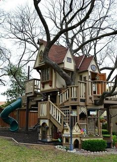 The ultimate tree house for kids equipped with a climbing wall, rope ladder, suspension bridge and zip line... ummmm. Fuck yesss !!
