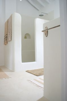 As Tadelakt is water repellent there's absolutely no demand for tiling etc. Tadelakt is incredibly versatile and may be used in a lot of means. Tadelakt not on. Bad Inspiration, Bathroom Inspiration, Interior Inspiration, Bathroom Ideas, Open Bathroom, Bathroom Beach, Bathroom Taps, Bathroom Images, Budget Bathroom