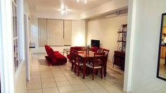En venta hermoso apartamento amueblado en 3 nivel de Condominio El Portal. Precio de venta $165,000.00