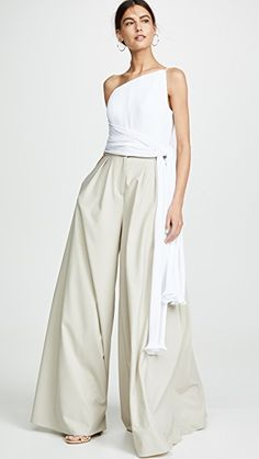 Brandon Maxwell asymmetric pleated top with side drape and wide-leg pants Look Fashion, Girl Fashion, Fashion Outfits, Womens Fashion, Fashion Spring, Spring Outfits Classy, How To Wear Ankle Boots, Classy Yet Trendy, Vetement Fashion