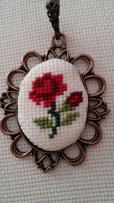 This Pin was discovered by Özg Mini Cross Stitch, Simple Cross Stitch, Cross Stitch Rose, Cross Stitch Flowers, Cross Stitching, Cross Stitch Embroidery, Embroidery Patterns, Hand Embroidery, Cross Stitch Designs