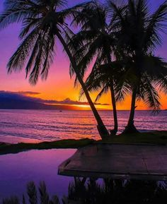 Look at the beautiful pictures of the best honeymoon destinations in US. Amazing Sunsets, Beautiful Sunset, Beautiful Beaches, Photography Beach, Nature Photography, Paradis Tropical, Beach Bodys, Top Honeymoon Destinations, Shotting Photo