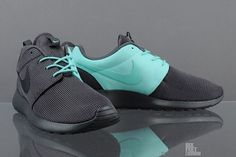 NIKE ROSHE RUN (QS SPLIT PACK) wonder if they got these things in black and green ..sick !