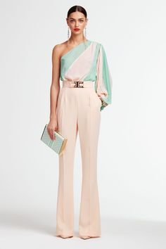 Minimalist, clean lines combined with ladylike details. Jumpsuits are firmly in the of Maison's style. Classy Outfits, Cute Outfits, Dresscode, Look Fashion, Womens Fashion, Elegant Outfit, Dress To Impress, Ideias Fashion, Dress Up