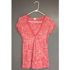 Pink and White Maurices Top Size Medium Hooded Maurices Pink and White Patterned Top. No stains or tears! Maurices Tops Tees - Short Sleeve