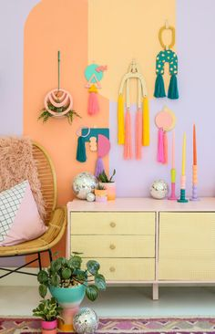 Use these laser cut wood craft kits to make your own DIY Colorful Modern Yarn Wall Hangings! All you need is paint and yarn to create these for your home....