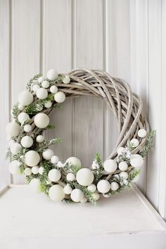 Bekijk hier 12 kerstkransen voor aan de m… Are you going to make a Christmas wreath this week? View 12 Christmas wreaths for on the wall or at the door! – Self-made ideas Christmas Wreaths To Make, Noel Christmas, Christmas 2017, Winter Christmas, Christmas Crafts, Holiday Wreaths, Christmas Wreath Clipart, Outdoor Christmas Wreaths, Modern Christmas