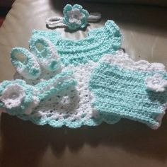Made this cute little set for my new baby niece! Pattern not mine! Booties, Diaper Cover and Dress Pattern found here --->http://www.oocities.org/crotiques/bgs.htm #Free #Pattern #Crochet #Dress #DiaperCover #Booties #Headband #Baby #Girl