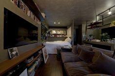 お部屋がワンルームの場合、頭を悩ませるのがリビングとベッドスペースに境界線がないことです。ベッドは夜眠る場所なので落ち着く空間にしたいですし、日常過ごす場所と…