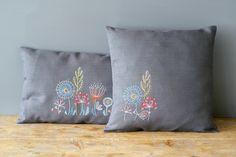 Cojín - Flores estilizadas y pájaro de Vervaco - Almohadas - Kits Bordado - Casa Cenina