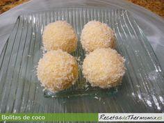 Las bolitas de coco, son fáciles de pareparar y el resultado es muy bueno, para los amantes del coco. En 5 minutos preparamos, bolitas de coco con thermomix y en un par de horas están listas para servir.