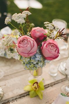 Vintage reception wedding flowers,  wedding decor, wedding flower centerpiece, wedding flower arrangement, add pic source on comment and we will update it. www.myfloweraffair.com can create this beautiful wedding flower look.