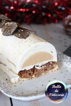 Vanilla-Caramel-Speculoos Christmas Log - Holiday Recipe - CUISINE : pâtisserie et desserts Easy Christmas Cookie Recipes, Christmas Deserts, Holiday Recipes, Christmas Log, Christmas Cakes, Thanksgiving Holiday, Winter Holiday, Fancy Desserts, Fancy Cakes